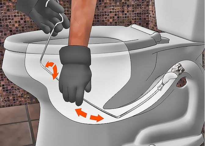 Cách thông tắc toilet với móc treo quần áo