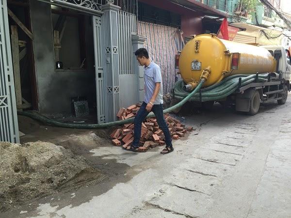 Hút bể phốt Tấn Phát đang hút bể phốt cho công trình hộ dân tại Vĩnh Phúc