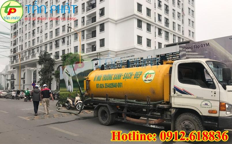 Xe hút bùn chân không của Cty vệ sinh môi trường Tấn Phát