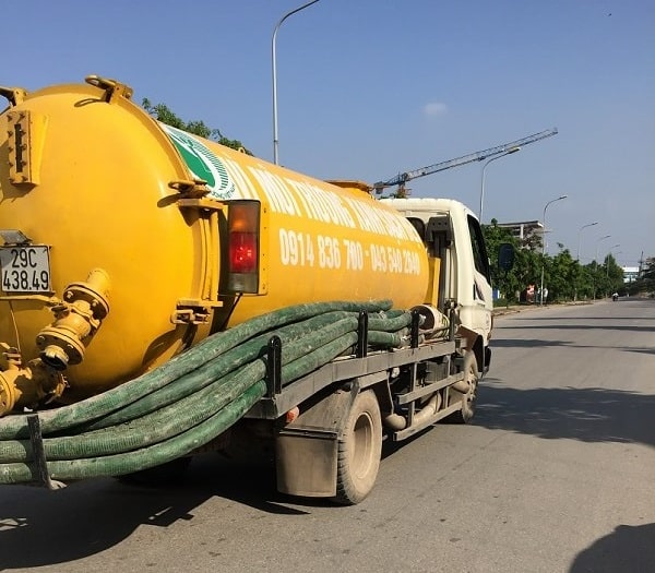 Xe hút bể phốt của công ty được phép lưu thông trên địa bàn quận Đống Đa