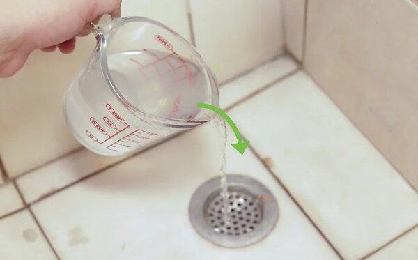 Giấm là nguyên liệu được ứng dụng nhiều trong việc khử chất bẩn, mùi hôi cống