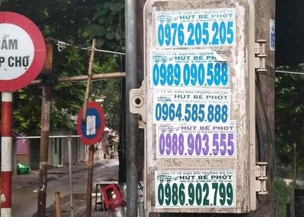 Số điện thoại hút bể phốt chưa xác thực được dán tràn lan trên cột điện